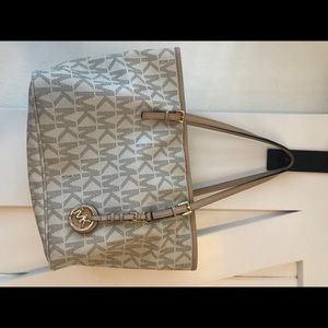 Michael Kors open tote bag w/ signature logo